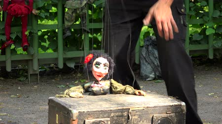 loutka : Doll a puppet on the strings. Shot in 4K (ultra-high definition (UHD)), so you can easily crop, rotate and zoom, without losing quality!  Real time. Dostupné videozáznamy