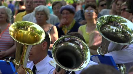 sárgaréz : The trumpet in a brass band. Shot in 4K (ultra-high definition (UHD)), so you can easily crop, rotate and zoom, without losing quality!  Real time. Stock mozgókép
