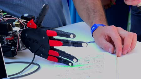 рука : Electronic prosthetic arm. Shot in 4K (ultra-high definition (UHD)), so you can easily crop, rotate and zoom, without losing quality!  Real time.