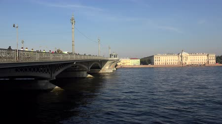 otwarcie : Blagoveshchensky drawbridge. Saint-Petersburg.  Neva. The bridges. The Northern capital. Leningrad. Shot in 4K (ultra-high definition (UHD) Wideo