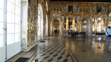 гостиная : Gorgeous rooms and interiors of the Catherine Palace in St. Petersburg.