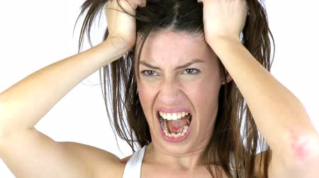 řvát : beautiful woman screaming like crazy holding hair
