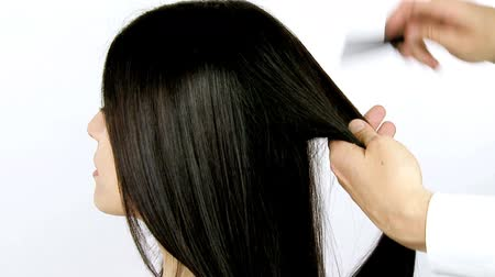 hajápoló : Long beautiful silky hair being combed and ironed Stock mozgókép