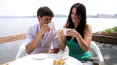 zakochani : Beautiful woman and handsome man having breakfast on a romantic lake in Italy