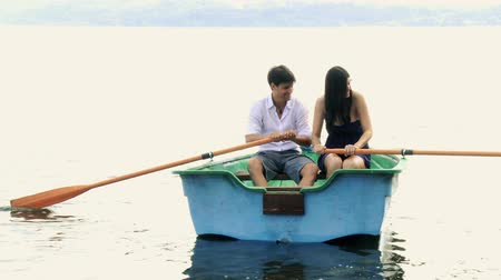 barco : Happy beautiful couple rowing on wood boat on a lake Vídeos