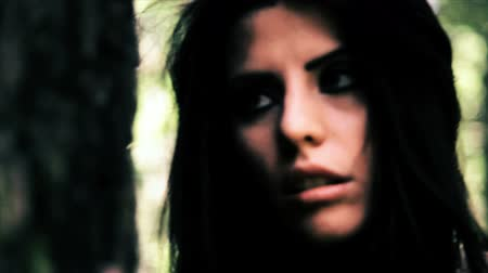 sorunlar : Beautiful woman with drugs and alcohol problems in the woods  Stok Video