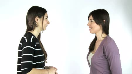 bate papo : Two women showing strong friendship and caracter