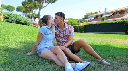 két : Couple kissing happy feeling emotions and love