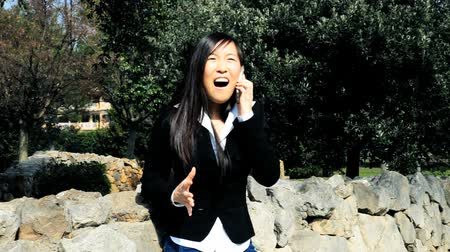 gotículas : Cool asian american business woman happy about great deal on the phone