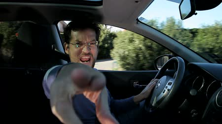 düh : Angry man shouting in car