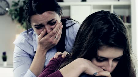 sarılmak : Sad woman crying with daughter at home Stok Video