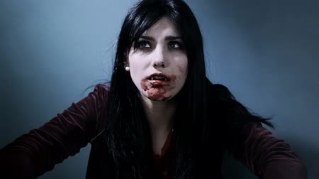 wampir : Gorgeous vampire lady looking camera