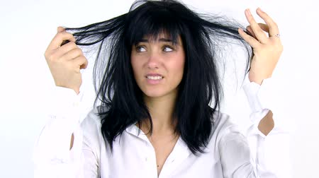 кричать : Woman desperate about unhealthy dirty hair Стоковые видеозаписи