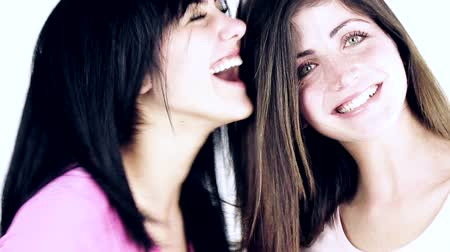 дружба : Smiling women with positive attitude showing strong friendship