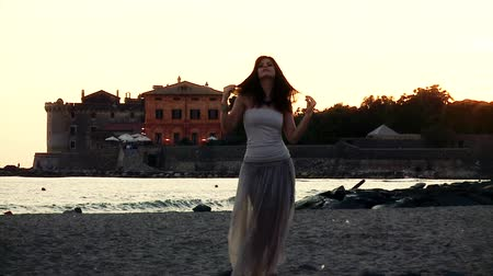 tüyler : Italian woman playing with hair in front of the sea in summer Stok Video