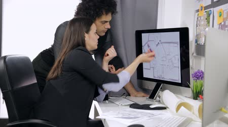 planları : Cool architects at work in office