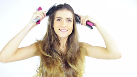 sedoso : Gorgeous lady having fun brushing long silky hair