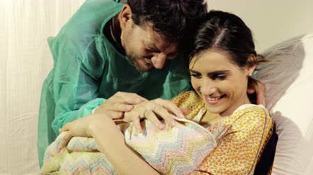emek : Couple in love in hospital holding new born baby happy Stok Video