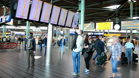očekával : Amsterdam Airport Schiphol on September 16, 2014 in Amsterdam, Netherlands. Schiphol - one of the biggest European airports, it opened on September 16, 1916. Dostupné videozáznamy