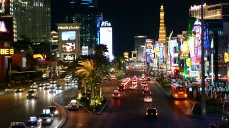 destaque : LAS VEGAS - APR 16: Las Vegas Strip on April 16, 2013 in Las Vegas, Nevada. The strip has approximately 6.8 km (4.2 mi) long and featured with world class hotels and casinos.