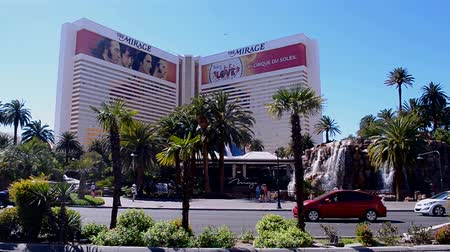 destaque : LAS VEGAS - APR 06: Mirage Hotel on Las Vegas Strip on April 06, 2014 in Las Vegas, Nevada. The strip has approximately 6.8 km (4.2 mi) long and featured with world class hotels and casinos.