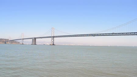 lang : Bay Bridge in zonnige dag in San Francisco California USA
