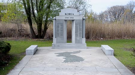 druhé světové války : Korean War Memorial commemorates those who died in the undeclared  action in Korea from 1950-1954 in Bostons Back Bay Fens on April 25, 2016 in Boston, USA. Dostupné videozáznamy