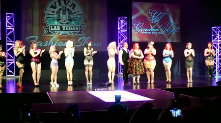 vybírání : LAS VEGAS, NV - APR 15: Viva Las Vegas Fashion Show 2016 on April 15, 2016 in Las Vegas, USA. Viva Las Vegas Rockabilly Weekend take place on April 14-17, 2016. Dostupné videozáznamy