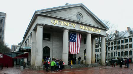 suvenýry : Quincy Market is historic market complex in downtown Boston, MA.It was build in 1824-1826 and named in honor of Mayor Josiah Quincy. Market covers 27,000 sq.feet(2500m2) of land.