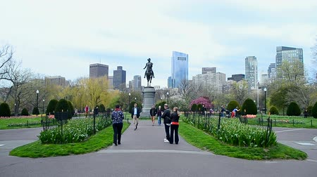 společenská místnost : BOSTON - APR 25: George Washington Statue in Boston Public Garden on April 25, 2016 in Boston, Massachusetts, USA. The Public Garden was established in 1837. Garden area has 24 acres (97,000 sq.m).