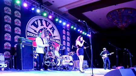 подиум : LAS VEGAS, NV - APR 14: Viva Las Vegas 2016 on April 14, 2016 in Las Vegas, USA. Viva Las Vegas Rockabilly Weekend take place on April 14-17, 2016.