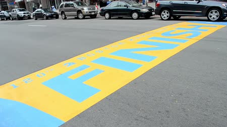 végső : Boston marathon finish line at Boylston street in Boston, USA Stock mozgókép