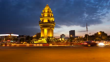 anıt : Sunset Timelapse of the Independence Monument in Phnom Penh, capital of Cambodia