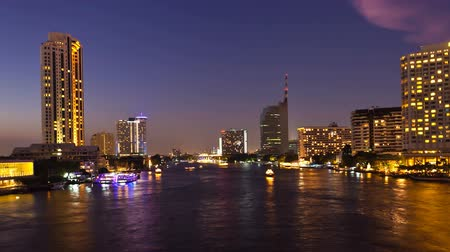 rzeka : Timelapse - Bangkok City at sunset with lighted boats on the river