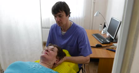 manipulacja : osteopath does neck massage to elderly woman. Concept of people and professions, types of restorative massages, removal of fatigue