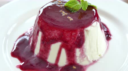 sýr : Sweet Panna cotta for dessert