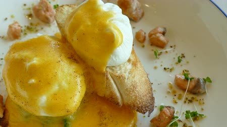 poached egg : Eggs Benedict with Salmon