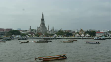 wat : Time lapse Wat arun temple in Bangkok,Thailand Stock Footage