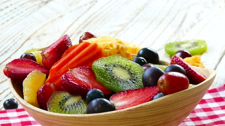 kivi : Assorted and mixed fruits