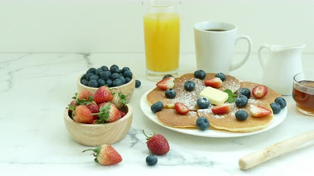 panque : Pancake con Fresh Berry Archivo de Video