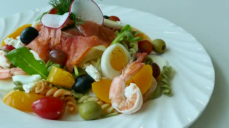 kapary : Smoked salmon salad with fresh vegetable