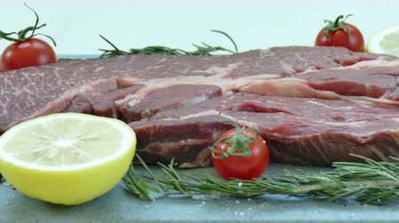 pepř : Fresh raw beef meat