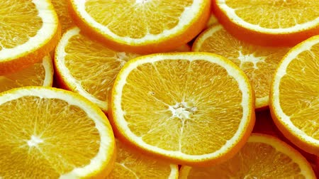 апельсины : Closeup of sliced oranges