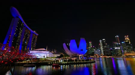 night singapore : Beautiful Time lapse Singapore city skyline and view of Marina Bay Sands Stock Footage