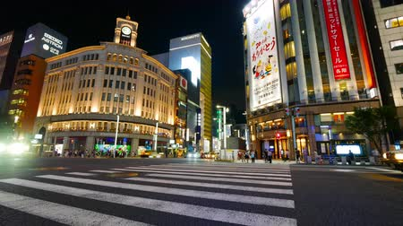 部門 : People walking at Ginza shopping area in tokyo city japan