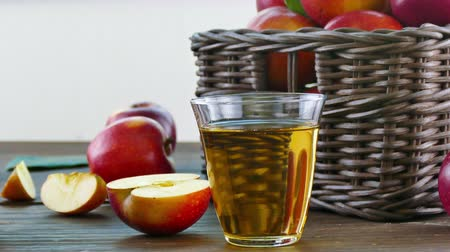 сочный : Apple juice in the glass Стоковые видеозаписи