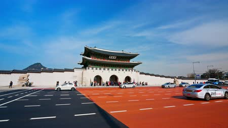 gyeongbok : SEOUL, SOUTH KOREA - DECEMBER 4, 2018 : Time lapse of Gyeongbokgung palace and traffic in Seoul South korea.