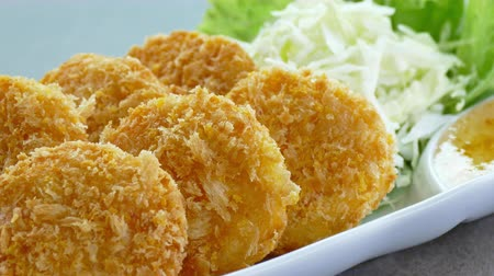 camarão : Fried shrimp cake with sweet sauce