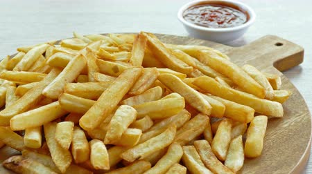 batatas fritas : 4K Closeup French fries background