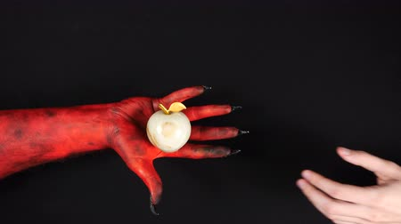 ídolo : Devil gives a gold paradise apple to a man. Stock Footage